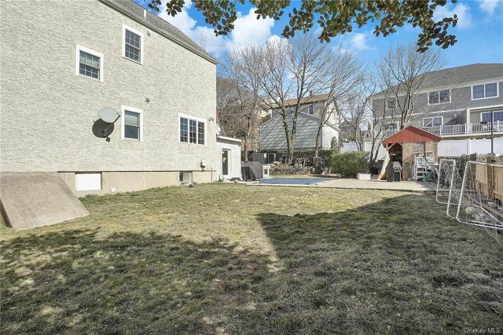 33. Single Family Home for Sale at 354 Columbus Avenue West Harrison, New York, 10604 United States