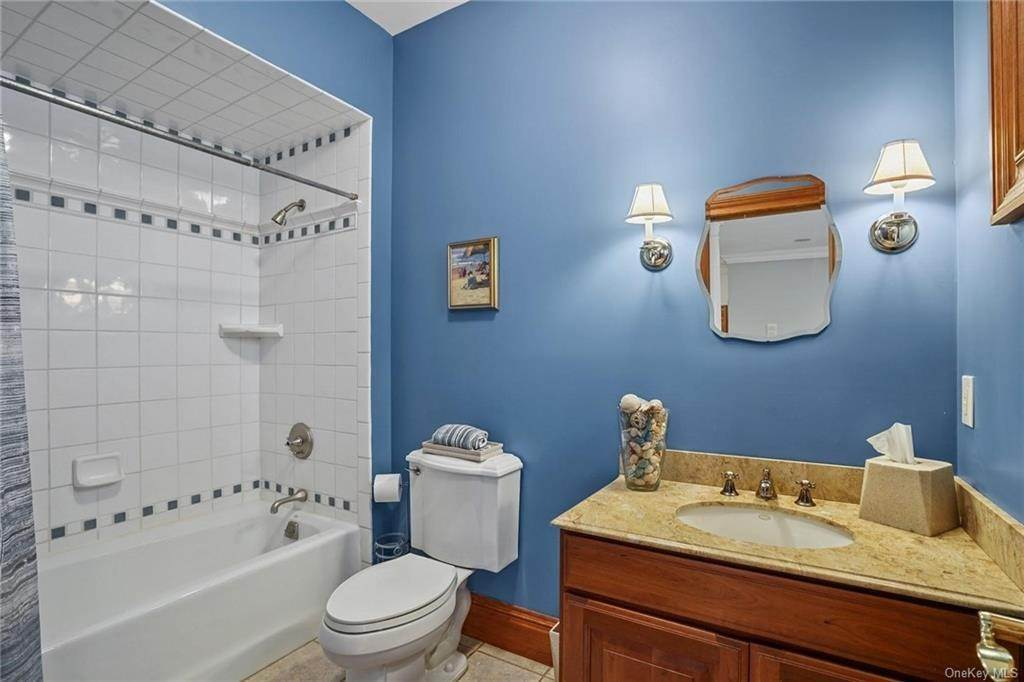 33. Single Family Home for Sale at 10 Greenwich Avenue Central Valley, New York, 10917 United States