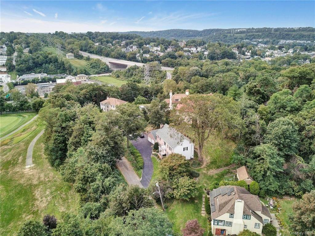 33. Single Family Home for Sale at 4 Old Road E Elmsford, New York, 10523 United States