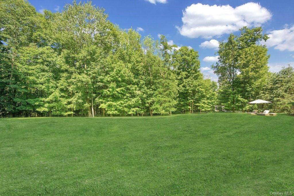 33. Single Family Home for Sale at 4 Thornbrook Lane Bedford, New York, 10506 United States