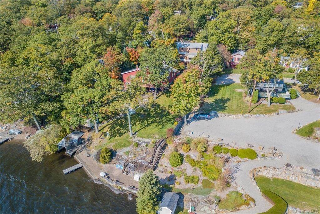 33. Single Family Home for Sale at 200 Jersey Avenue Greenwood Lake, New York, 10925 United States