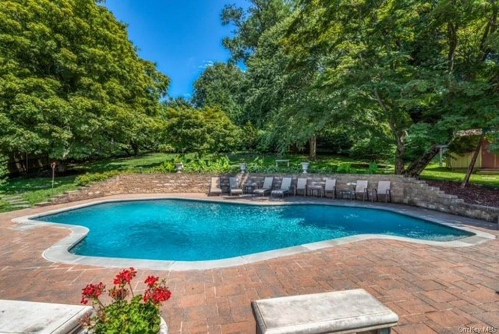 34. Single Family Home for Sale at 151 Revolutionary Road Briarcliff Manor, New York, 10510 United States