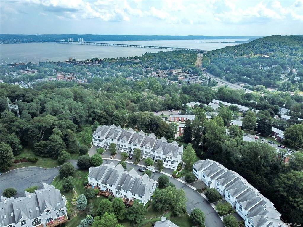 34. Single Family Home for Sale at 17 Forest Ridge Road Nyack, New York, 10960 United States