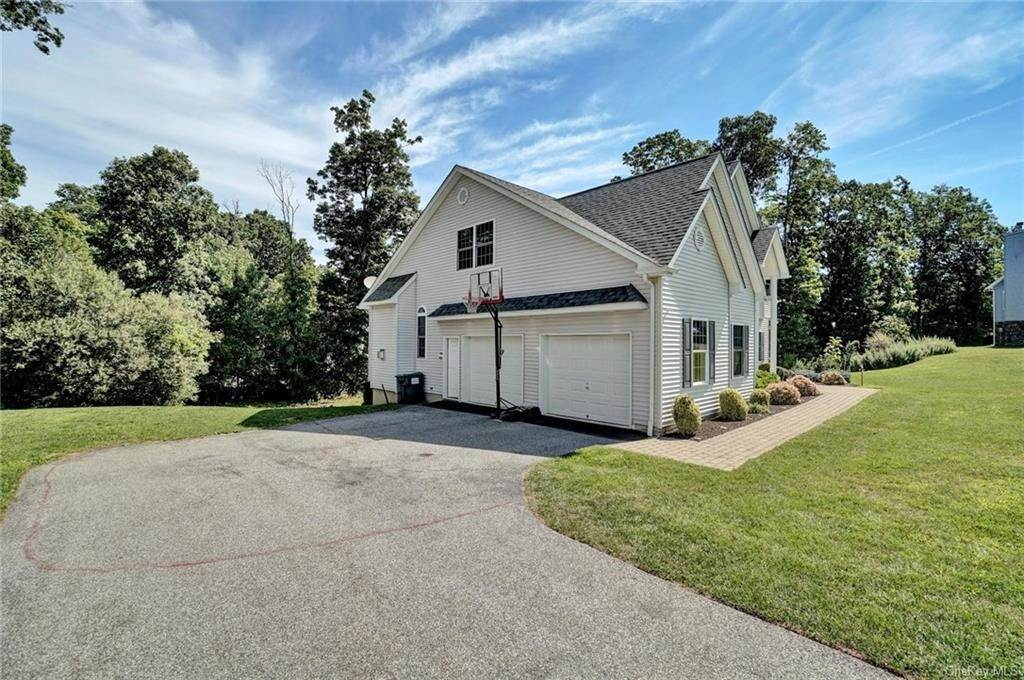 34. Single Family Home for Sale at 11 Sherwood Court Highland Mills, New York, 10930 United States