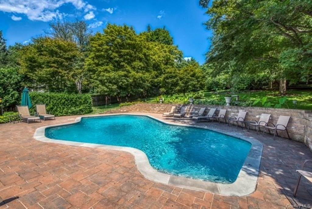 35. Single Family Home for Sale at 151 Revolutionary Road Briarcliff Manor, New York, 10510 United States