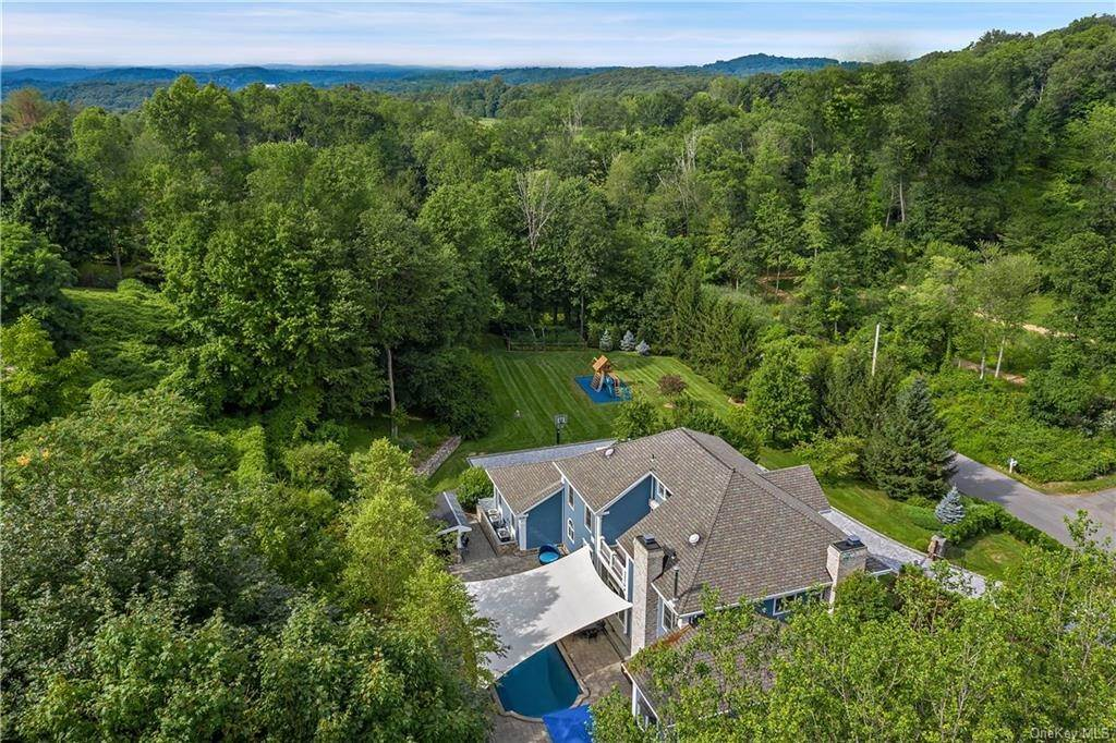 35. Single Family Home for Sale at 81 Sheather Road Bedford Corners, New York, 10549 United States