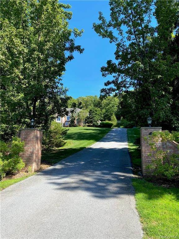 35. Single Family Home for Sale at 29 Helmstown Court Tuxedo Park, New York, 10987 United States