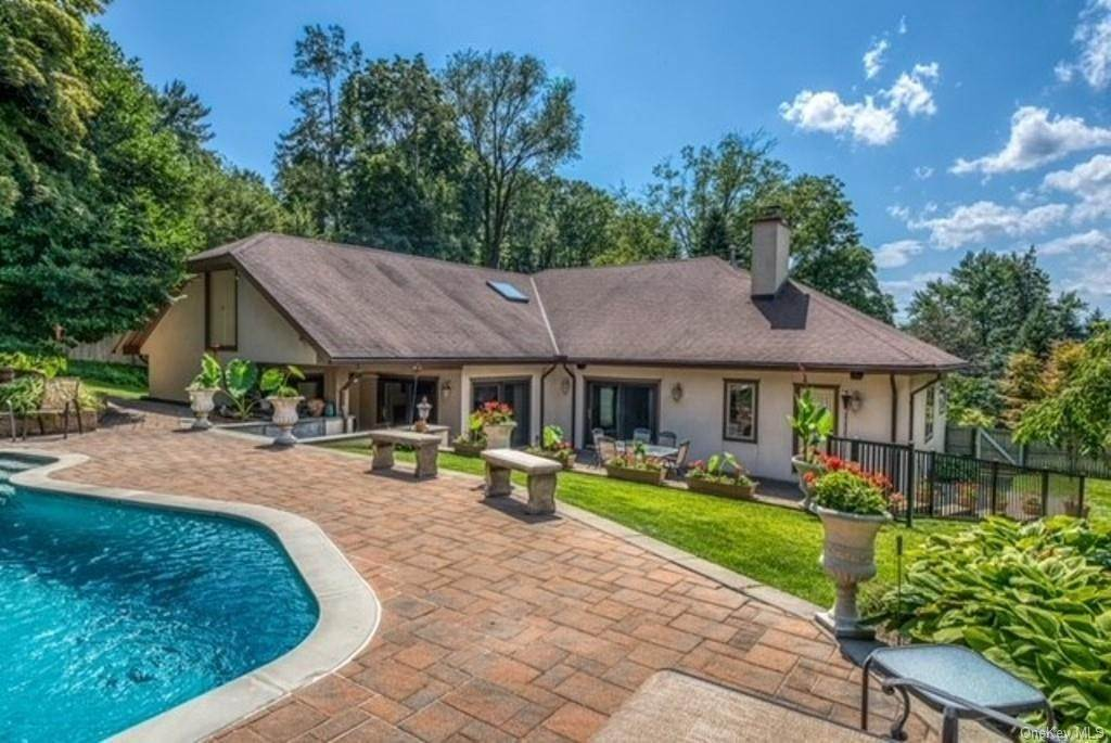 36. Single Family Home for Sale at 151 Revolutionary Road Briarcliff Manor, New York, 10510 United States