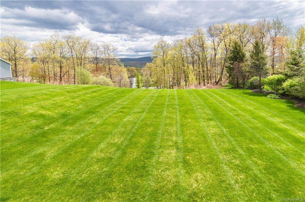 36. Single Family Home for Sale at 16 Heather Ridge Highland Mills, New York, 10930 United States