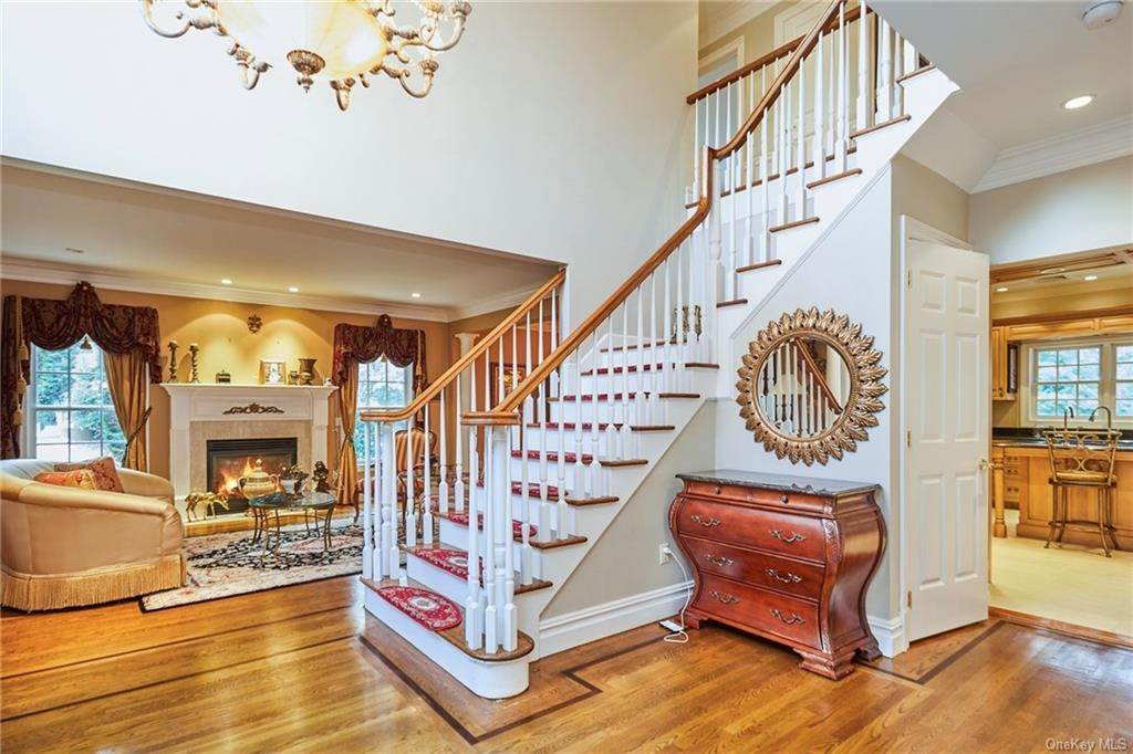 4. Single Family Home for Sale at 3 Mill Pond Lane New Rochelle, New York, 10805 United States