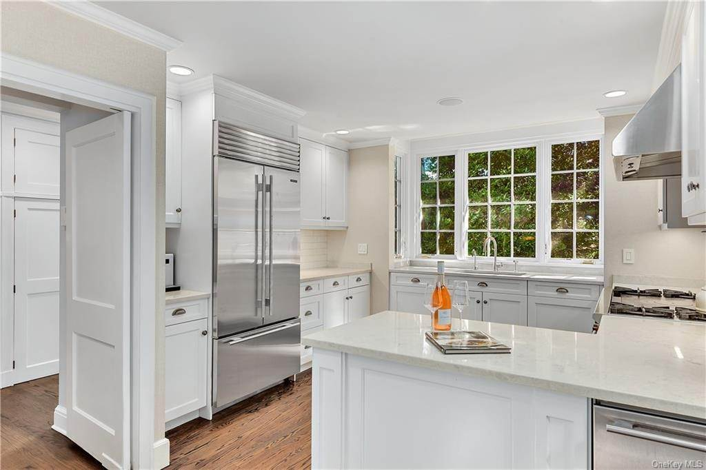 4. Single Family Home por un Venta en 25 Ridge Road Bronxville, Nueva York, 10708 Estados Unidos
