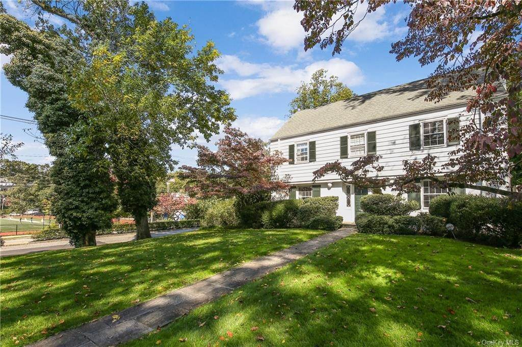 4. Single Family Home for Sale at 1 Hemlock Road Bronxville, New York, 10708 United States