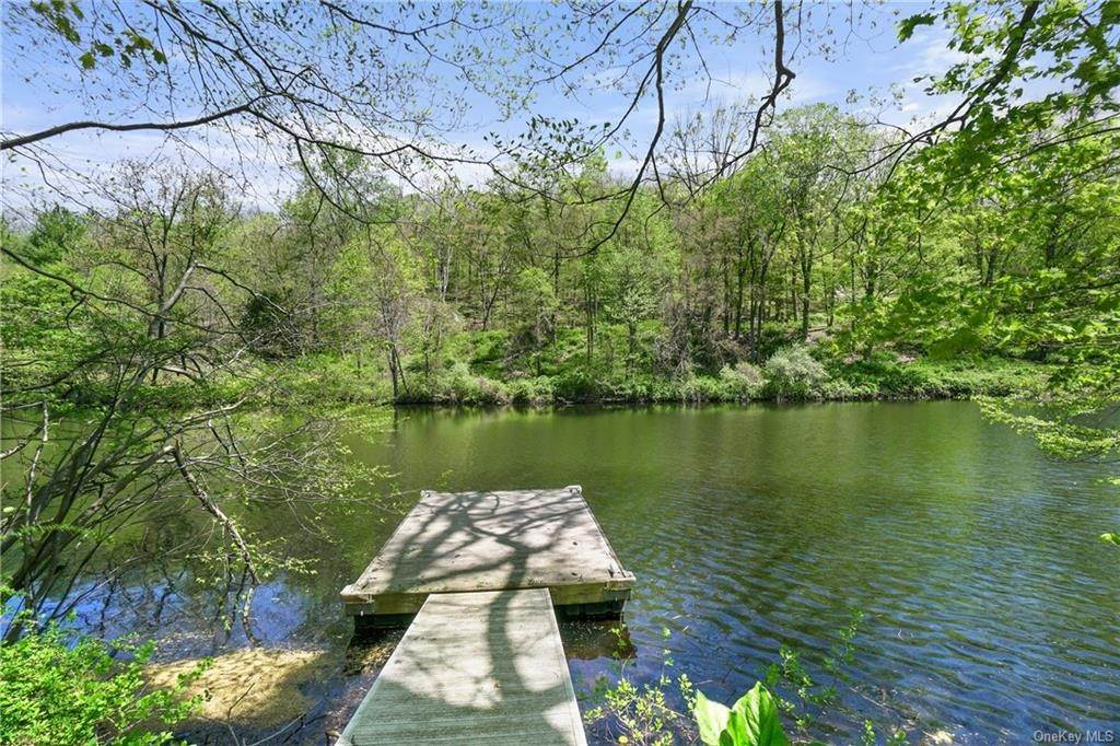 4. Single Family Home for Sale at 10 Beech Hill Lane Pound Ridge, New York, 10576 United States