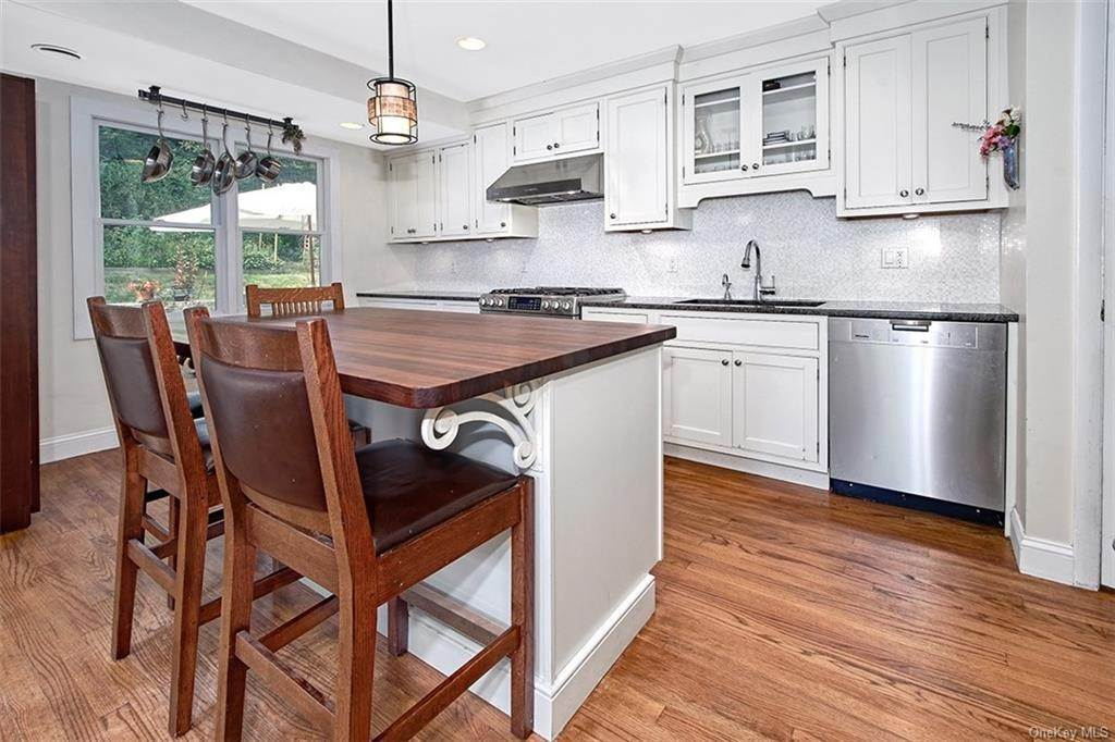 4. Single Family Home for Sale at 2 Pine Ridge Road Rye Brook, New York, 10573 United States