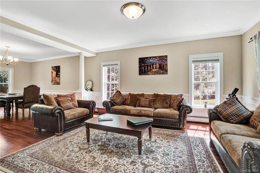 4. Single Family Home for Sale at 11 Sherwood Court Highland Mills, New York, 10930 United States