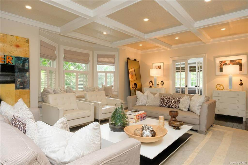 4. Single Family Home for Sale at 29 Valley Road Bronxville, New York, 10708 United States