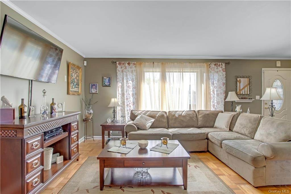 4. Single Family Home for Sale at 100 Roxbury Drive Yonkers, New York, 10710 United States