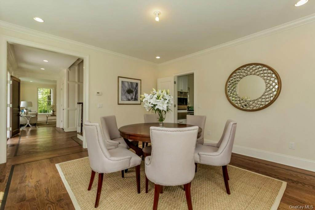 4. Single Family Home for Sale at 3 Meadow Road Scarsdale, New York, 10583 United States
