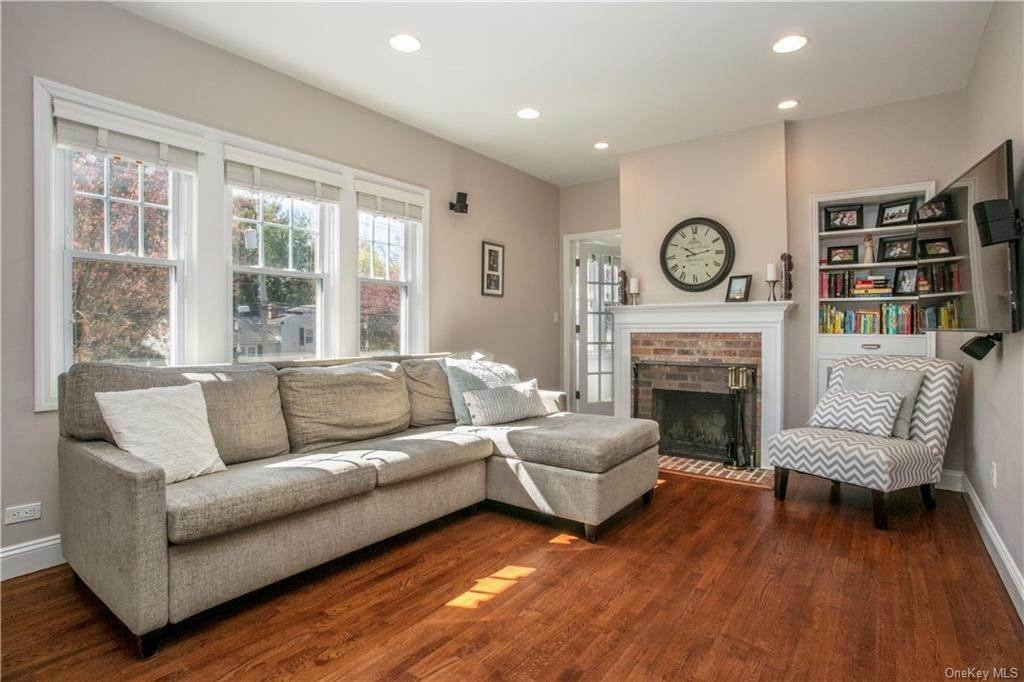 4. Single Family Home for Sale at 52 Sherwood Drive Larchmont, New York, 10538 United States