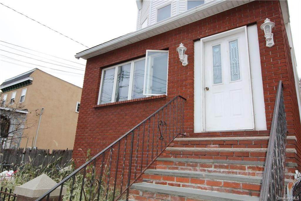 4. Single Family Home for Sale at 66 Hildreth Place Yonkers, New York, 10704 United States