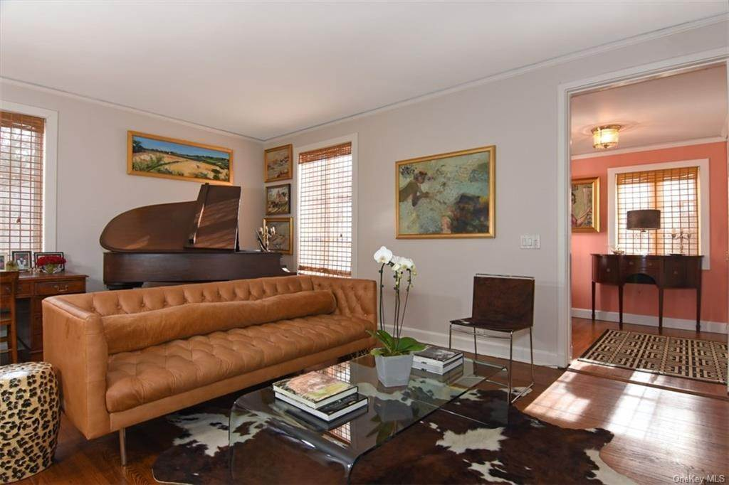 4. Single Family Home for Sale at 5 Park Avenue Terrace Bronxville, New York, 10708 United States