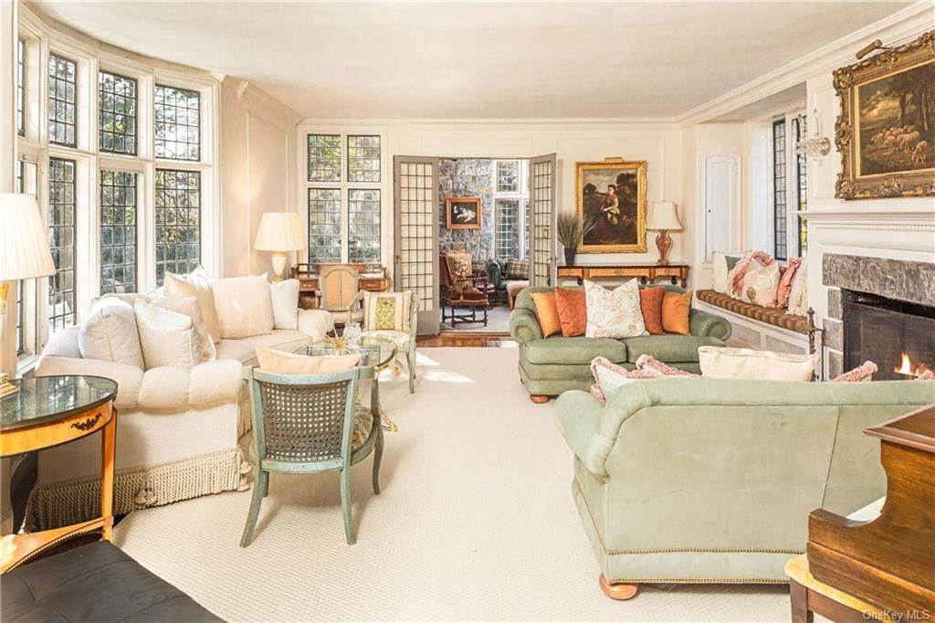 4. Single Family Home for Sale at 14 Courseview Road Bronxville, New York, 10708 United States