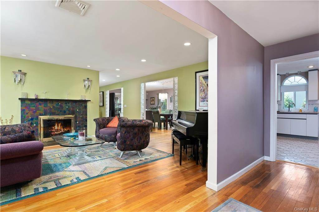 4. Single Family Home for Sale at 160 Woodlands Avenue White Plains, New York, 10607 United States