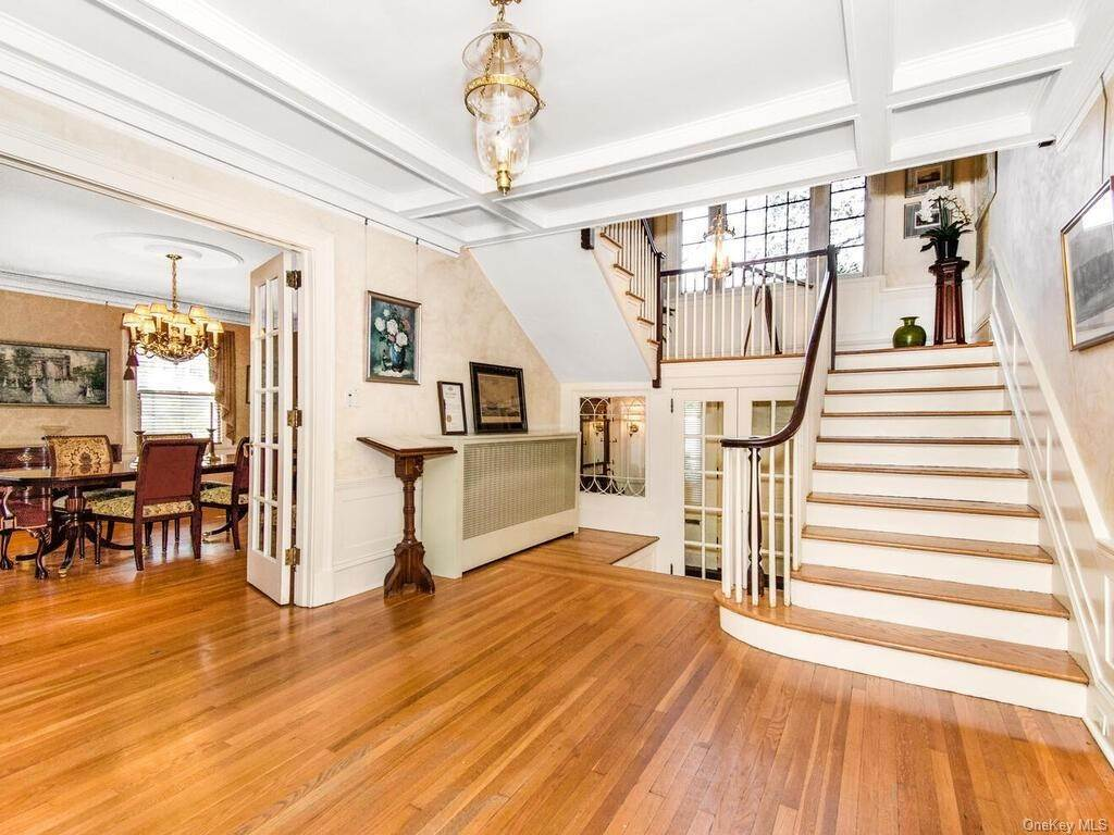 4. Single Family Home for Sale at 10 Belmont Place Yonkers, New York, 10701 United States
