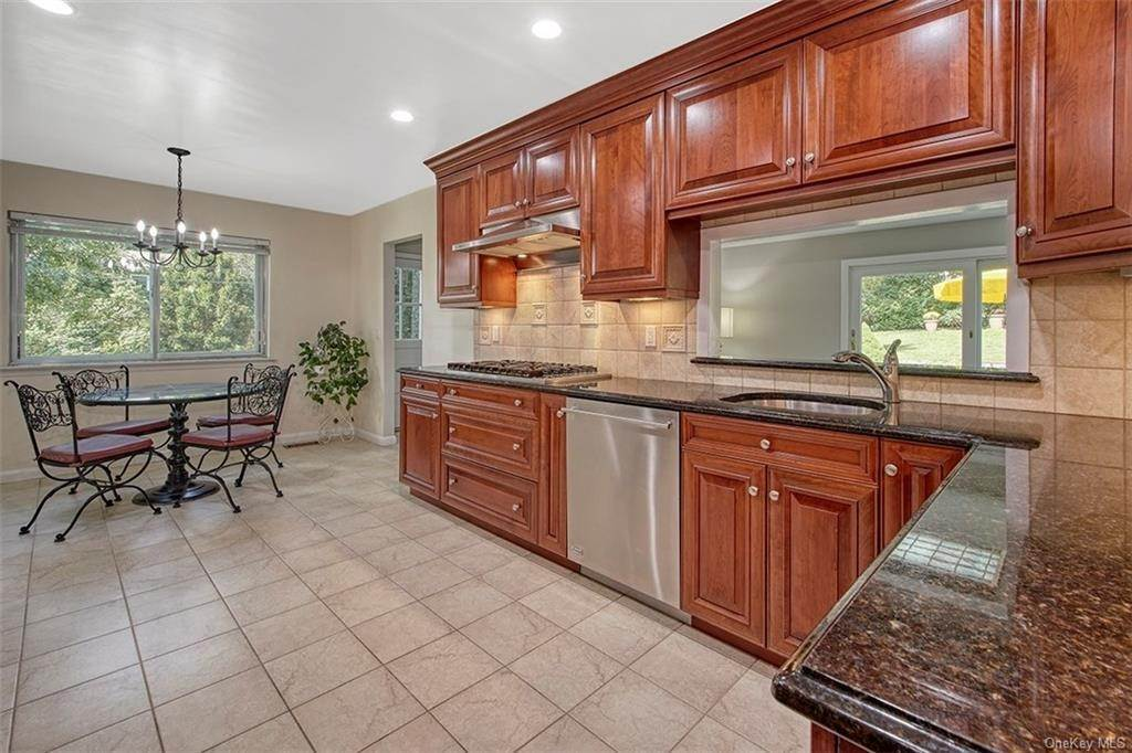 4. Single Family Home for Sale at 188 Country Ridge Drive Rye Brook, New York, 10573 United States