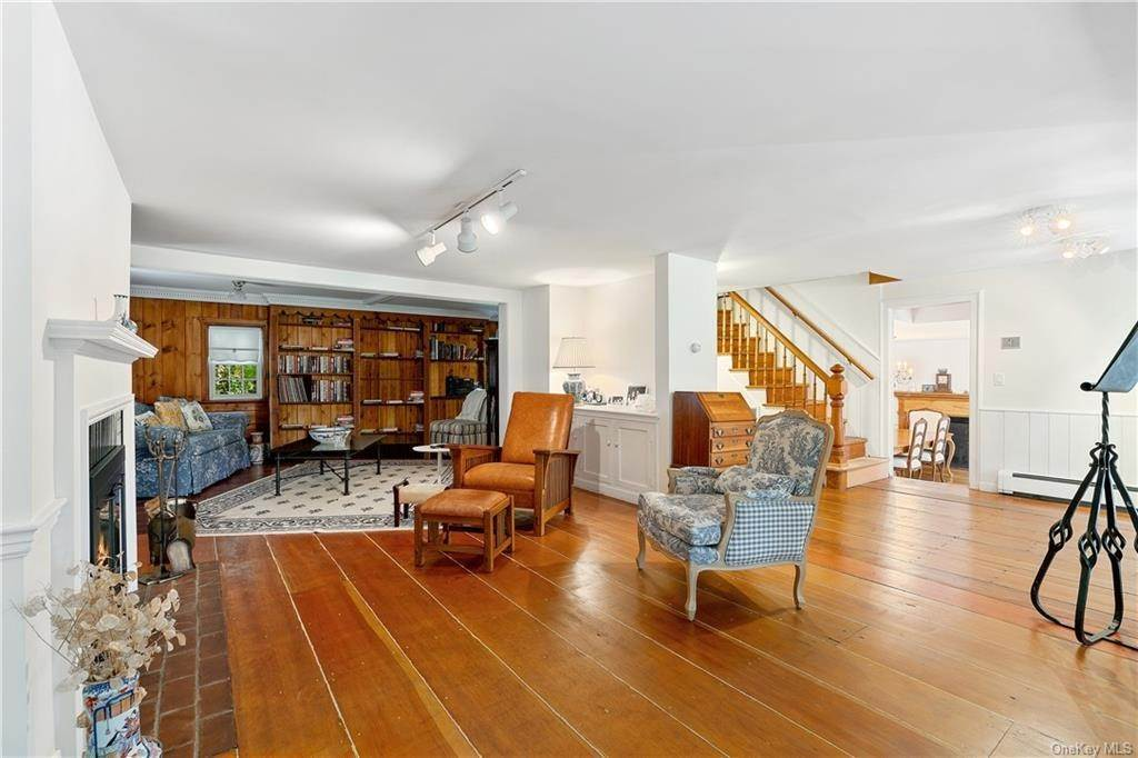 4. Single Family Home for Sale at 93 Wilmot Road New Rochelle, New York, 10804 United States