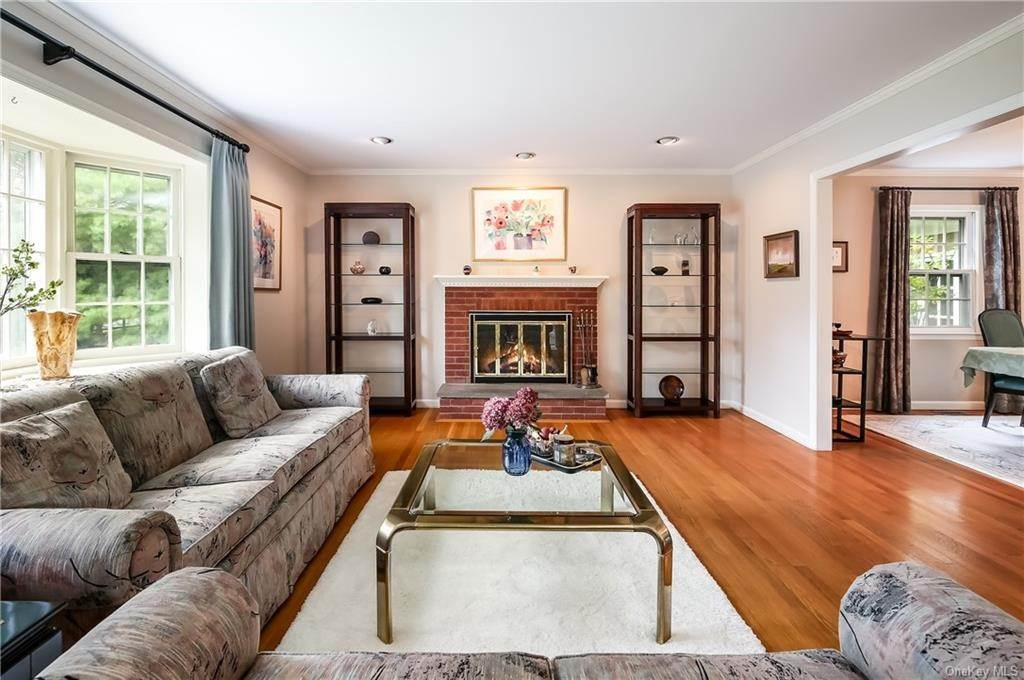 4. Single Family Home for Sale at 4 Loch Lane Rye Brook, New York, 10573 United States