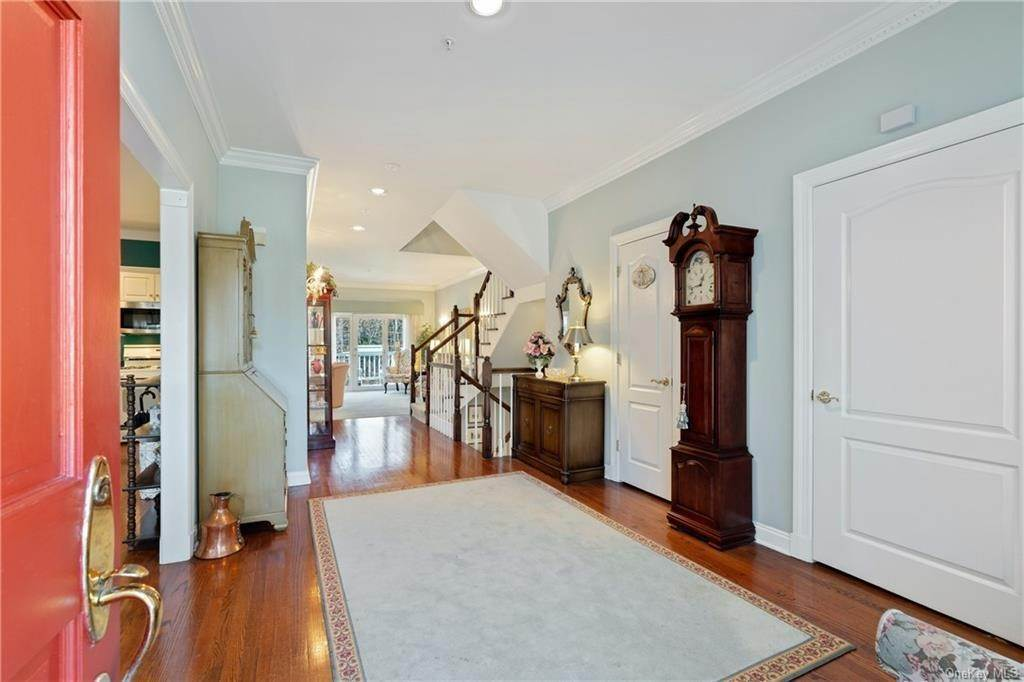 4. Single Family Home for Sale at 44 Wyndham Close White Plains, New York, 10605 United States