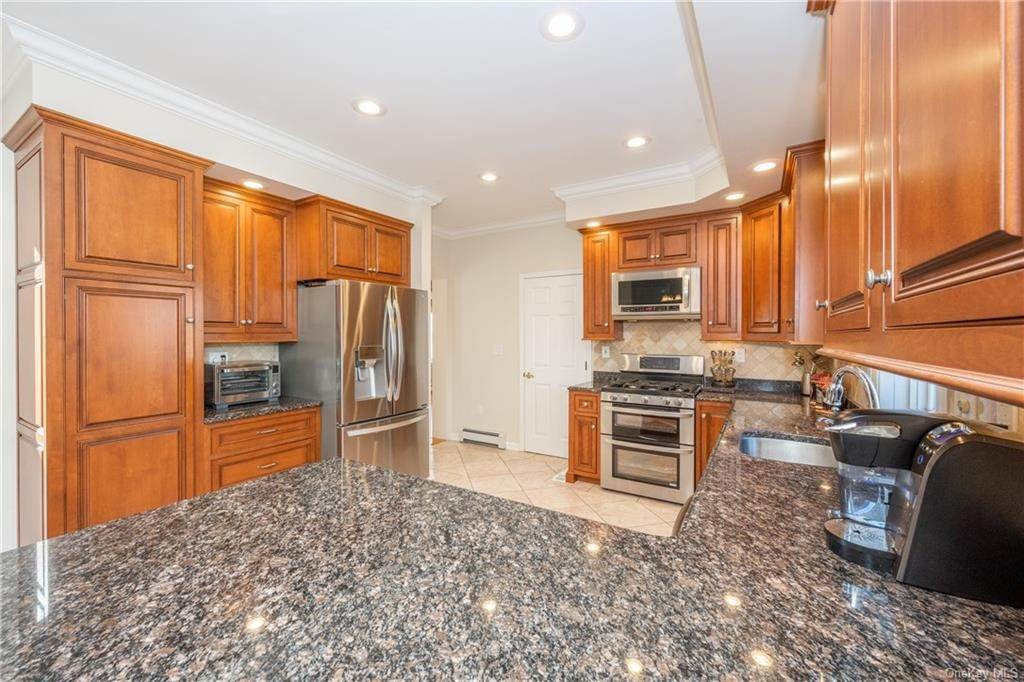 4. Single Family Home for Sale at 35 Sylvan Road Port Chester, New York, 10573 United States