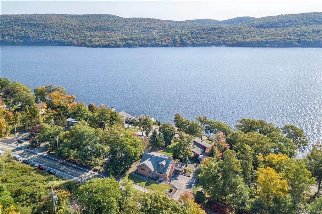 4. Single Family Home for Sale at 200 Jersey Avenue Greenwood Lake, New York, 10925 United States
