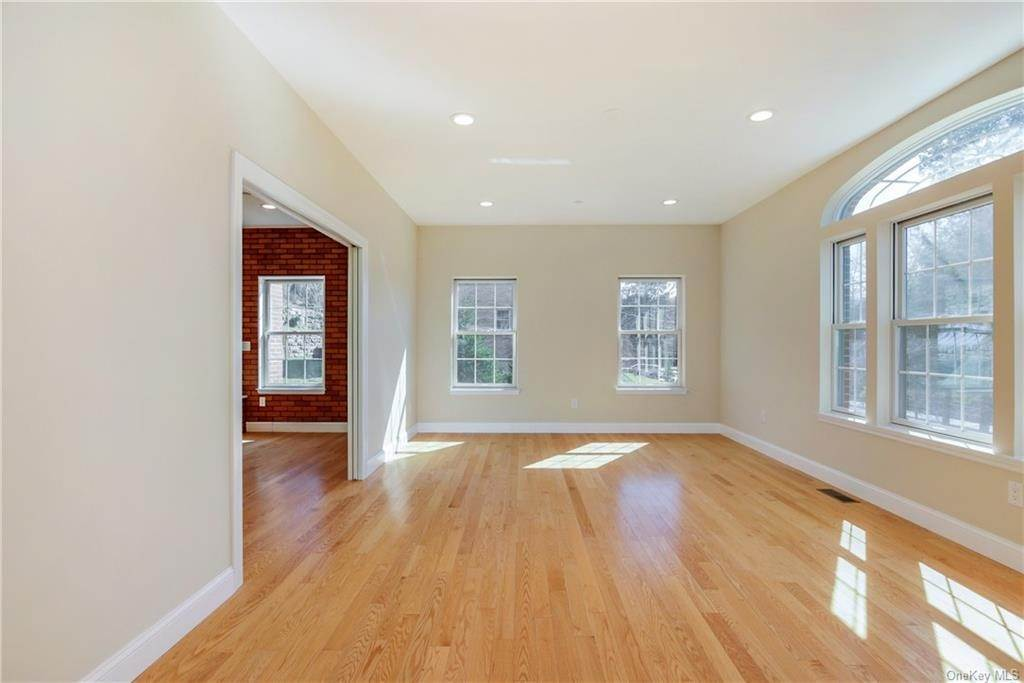 4. Single Family Home for Sale at 223 Sprain Road Scarsdale, New York, 10583 United States