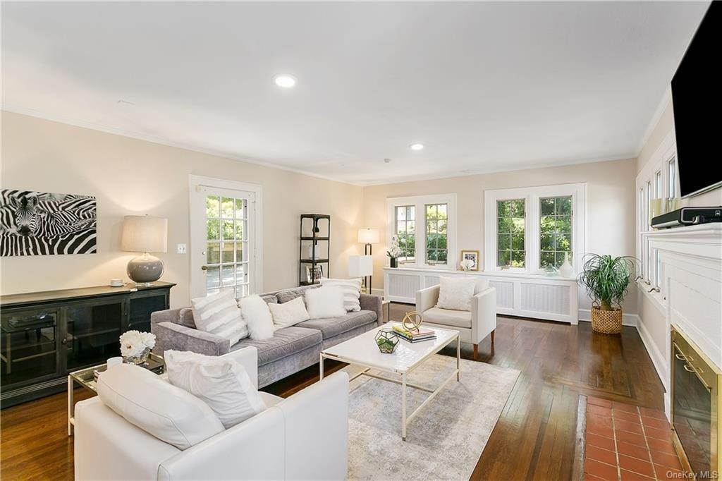 4. Single Family Home for Sale at 10 Hall Avenue Larchmont, New York, 10538 United States
