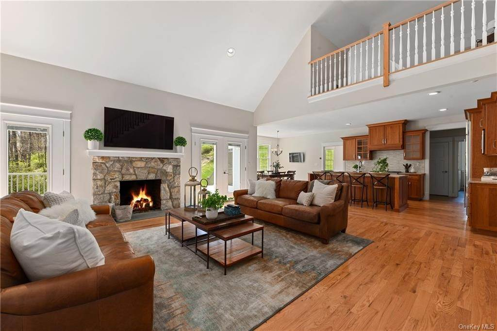 4. Single Family Home for Sale at 76 Mayflower Lane Katonah, New York, 10536 United States