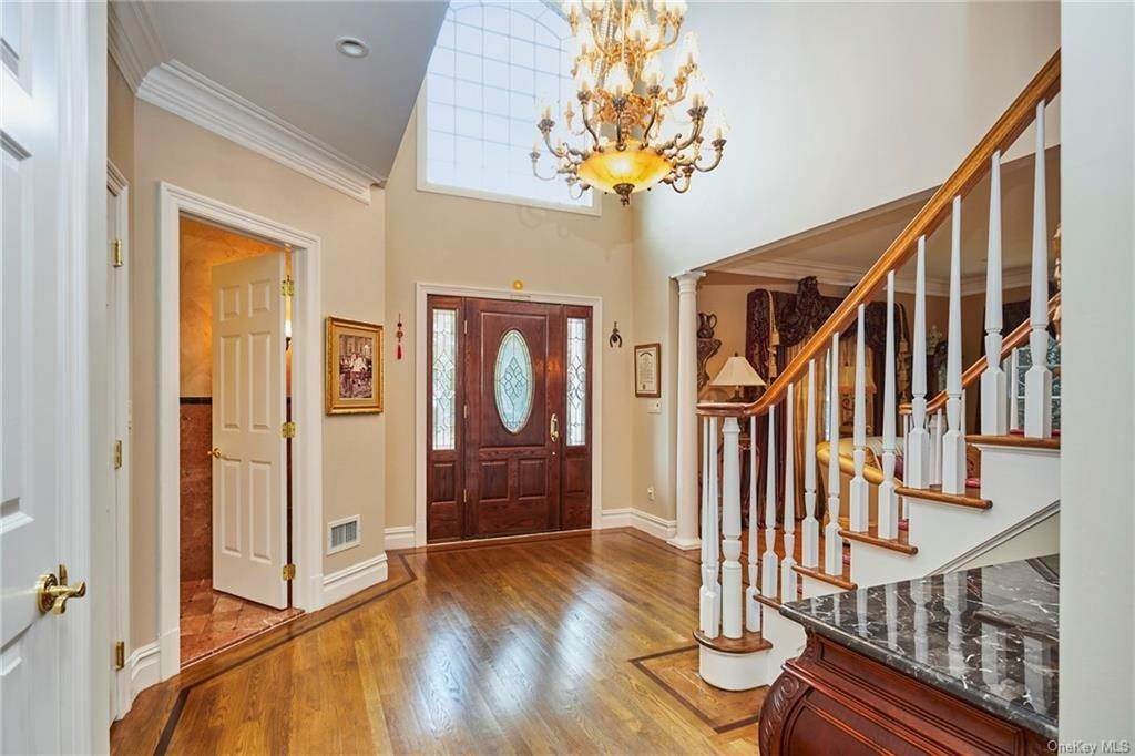 5. Single Family Home for Sale at 3 Mill Pond Lane New Rochelle, New York, 10805 United States