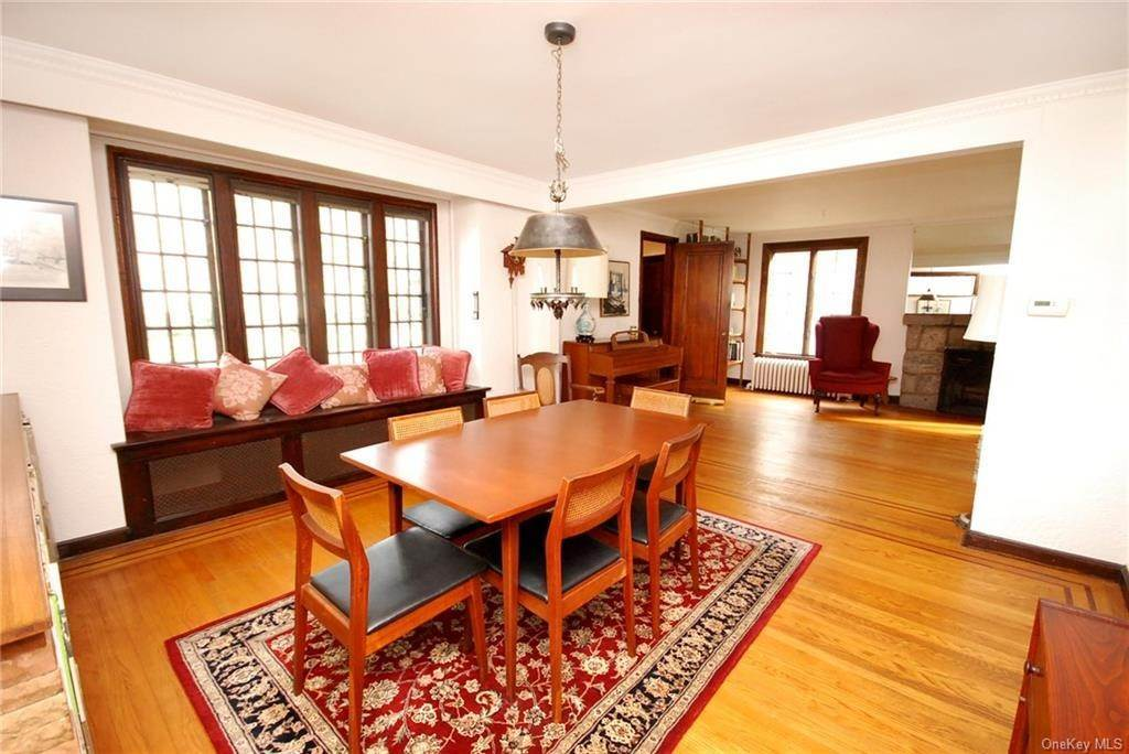 5. Single Family Home for Sale at 28 Wiltshire Street Bronxville, New York, 10708 United States