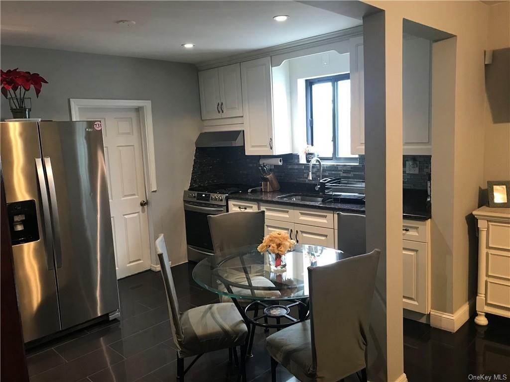 5. Single Family Home for Sale at 81 Walnut Street New Rochelle, New York, 10801 United States
