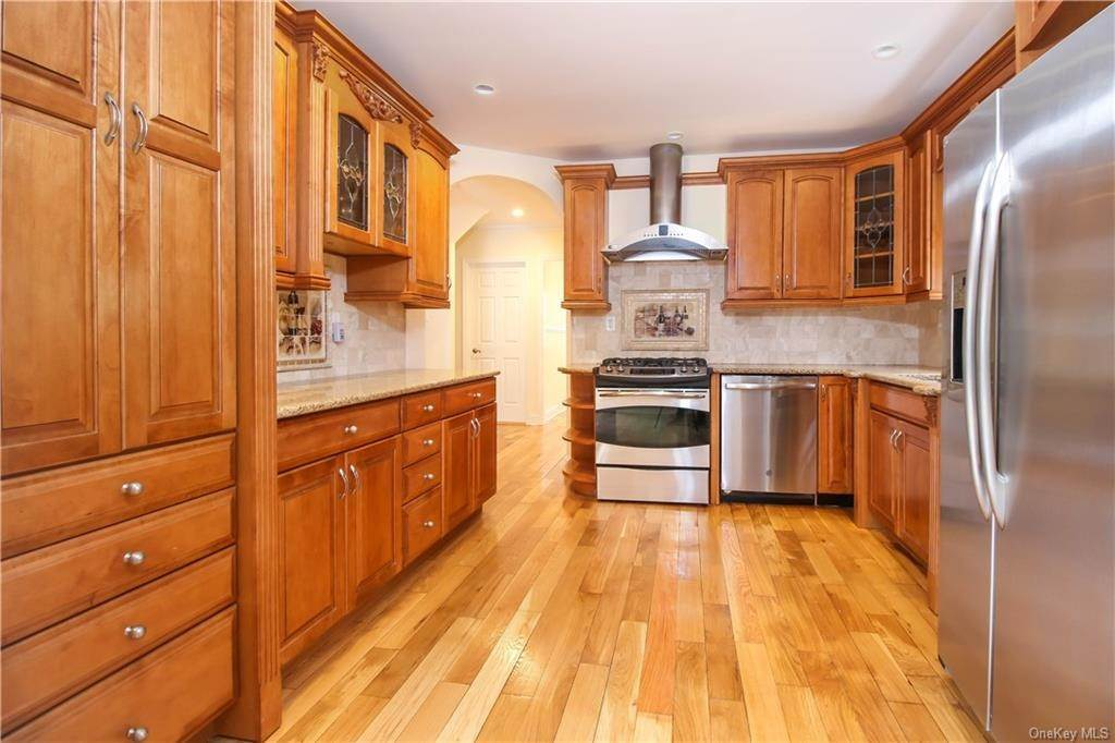 5. Single Family Home for Sale at 21 Bramblebrook Road Ardsley, New York, 10502 United States