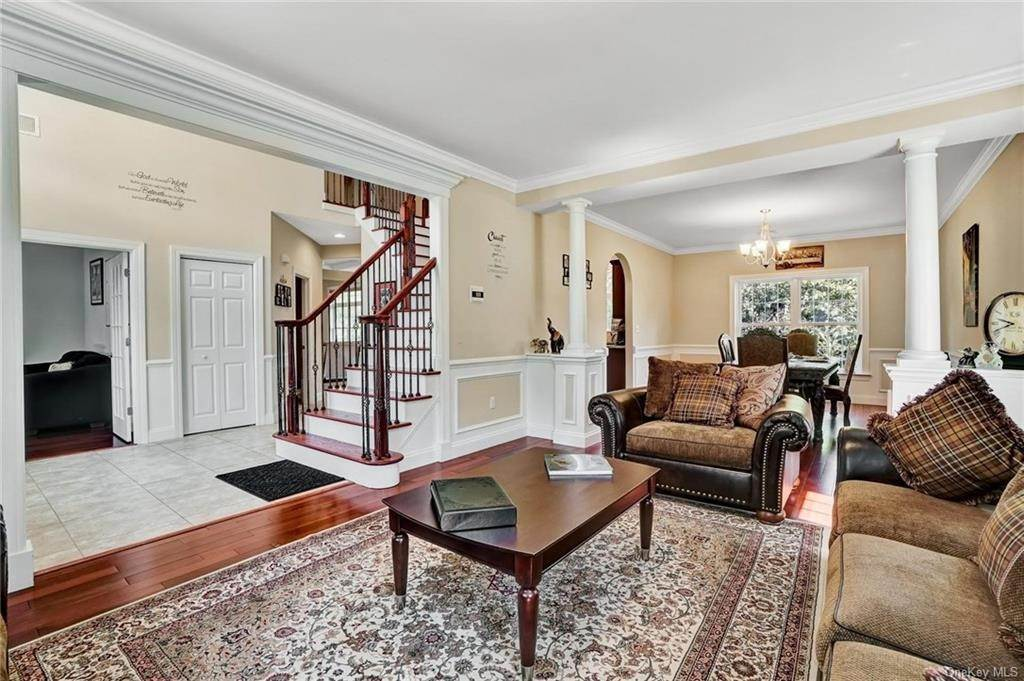 5. Single Family Home for Sale at 11 Sherwood Court Highland Mills, New York, 10930 United States