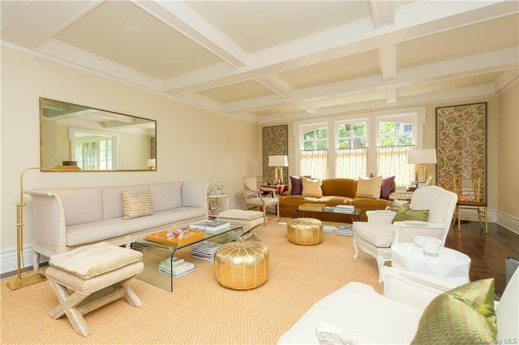 5. Single Family Home por un Venta en 2 Governors Road Bronxville, Nueva York, 10708 Estados Unidos