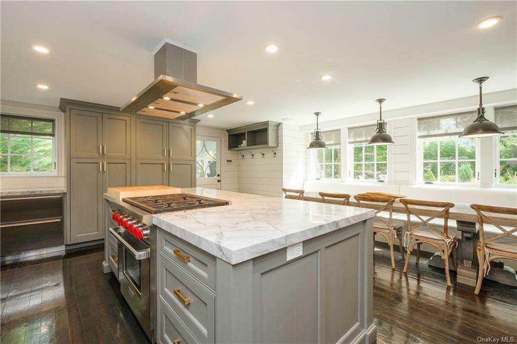 5. Single Family Home for Sale at 29 Valley Road Bronxville, New York, 10708 United States