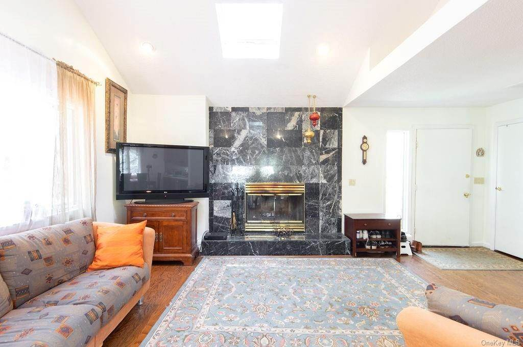 5. Single Family Home for Sale at 377 Lake Shore Drive Pleasantville, New York, 10570 United States