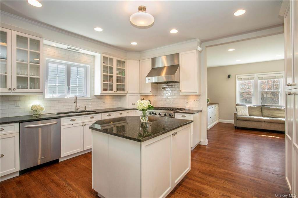 5. Single Family Home for Sale at 52 Sherwood Drive Larchmont, New York, 10538 United States
