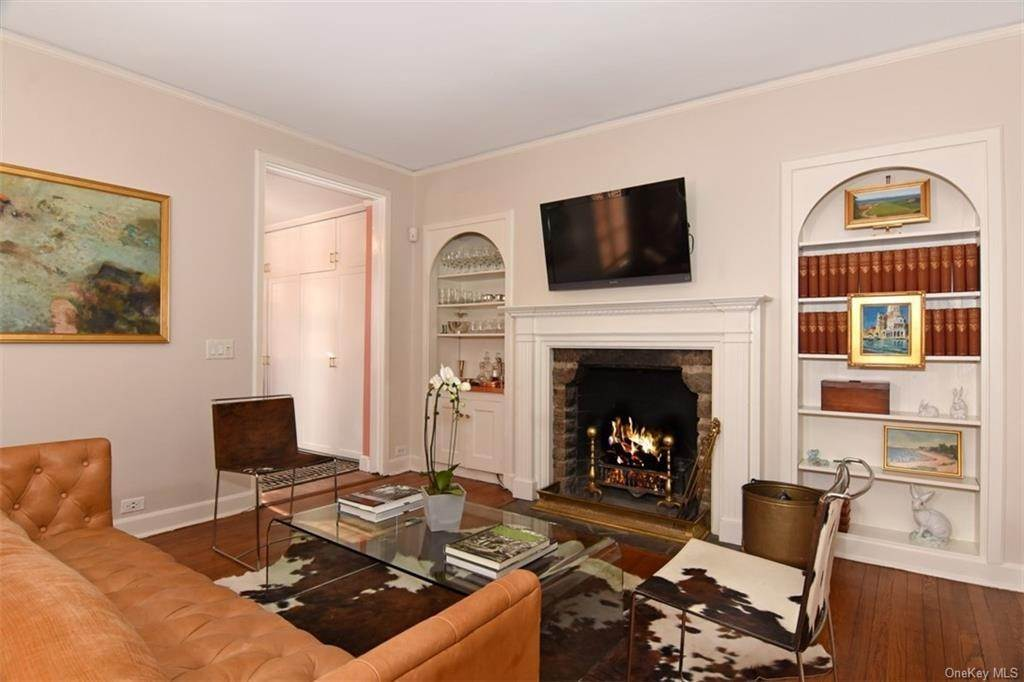 5. Single Family Home for Sale at 5 Park Avenue Terrace Bronxville, New York, 10708 United States