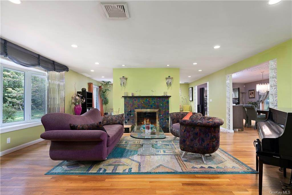 5. Single Family Home for Sale at 160 Woodlands Avenue White Plains, New York, 10607 United States