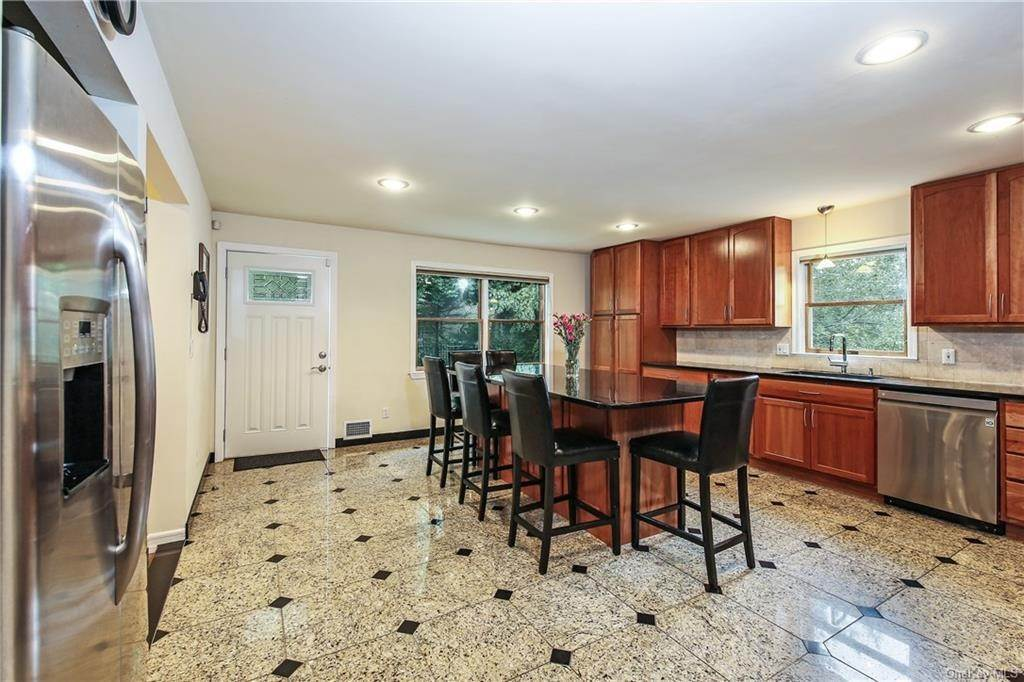 5. Single Family Home for Sale at 104 Bobolink Road Yonkers, New York, 10701 United States