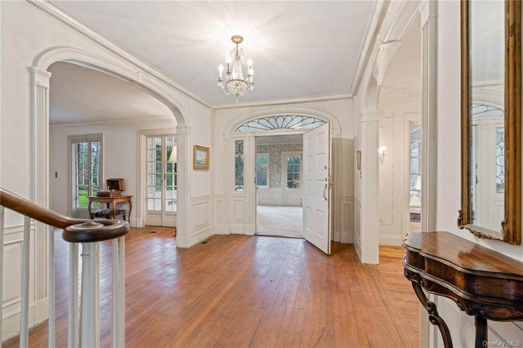 5. Single Family Home for Sale at 3 Richbell Road Scarsdale, New York, 10583 United States